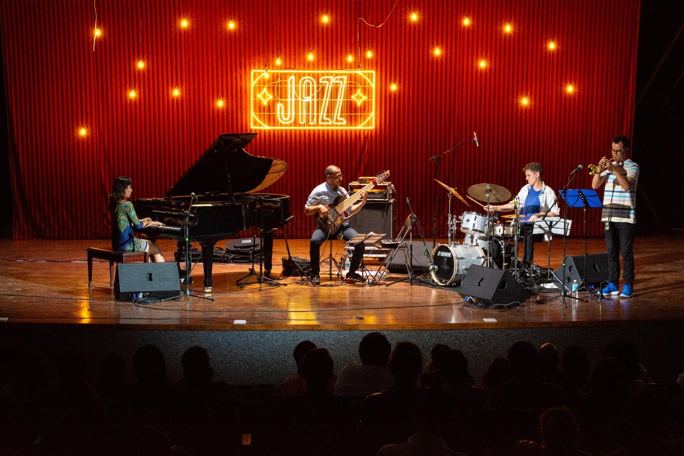 Le Jazz, un style différent : La guitare un de ses instruments